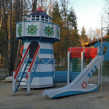 Детский игровой комплекс с маяком в отеле Лес Арт Резорт (Дорохово)