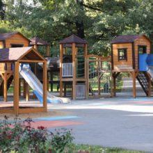 Детская площадка в лианозовском парке культуры и отдыха, г. Москва